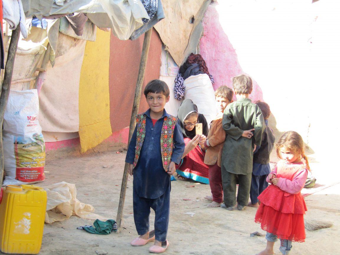 tausende Familien auf der Flucht vor den Kämpfen